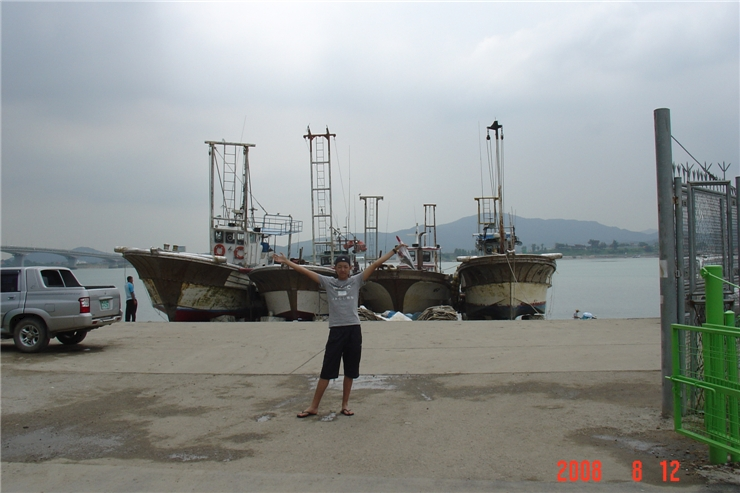 PHOTOS] JUNGSHIN & FAMILY WENT FISHING (PRE-DEBUT PICTS) | K-Idols F(x) Amber Pre Debut