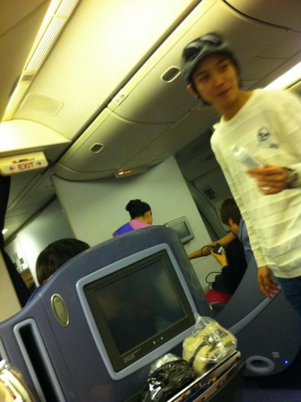 Yonghwa inside the plane