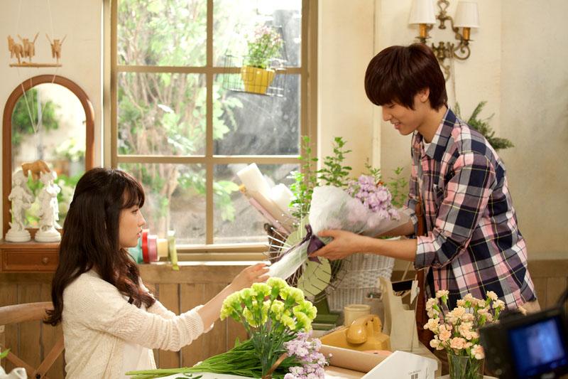 Kang Min Hyuk Juniel�in ��k�� Par�as�n�n Klibinde Oyanayacak /// 25 May�s 2012