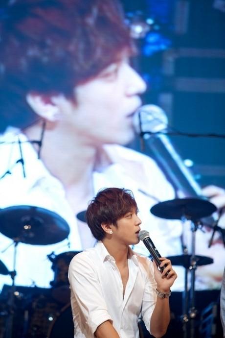 Yong Hwa, Yeni K�z Grubu AOA ��in �Love Is Only You� Ad�nda Bir �ark� Besteledi /// 27 Temmuz 2012