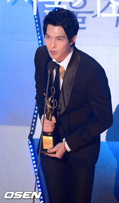 CN Blue - Lee Jong Hyun, En �yi OST �d�l�n� Kazand� !!! /31.01.2013
