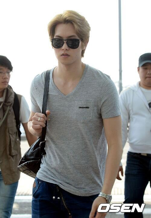 130509 CNBLUE @ Incheon Airport to Hong Kong (14)
