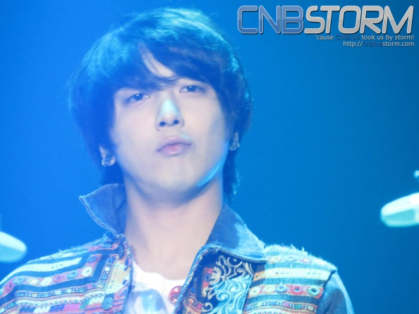 Yonghwa being charismatic as he is always..