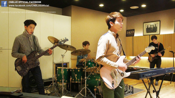 Here is a picture of CNBLUE members practicing for their comeback show~ Please look forward to SBS CNBLUE All-live comeback show, 'Can't Stop' which will be aired on March 2!