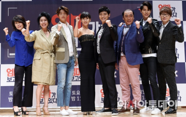 minhyuk with cast_150421 (79)